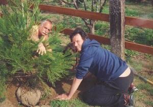 Scott Weiland planting Tree.